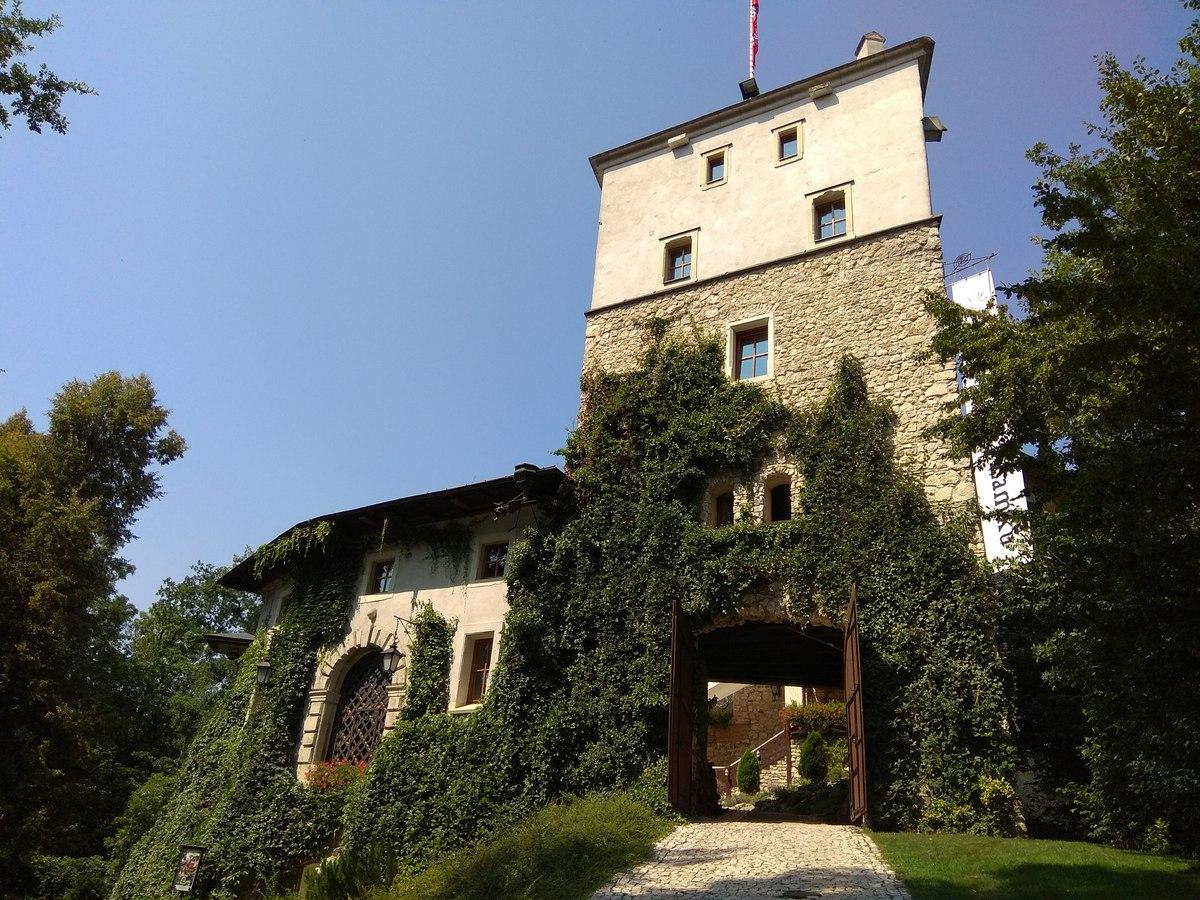 zamek-korzkwia-2