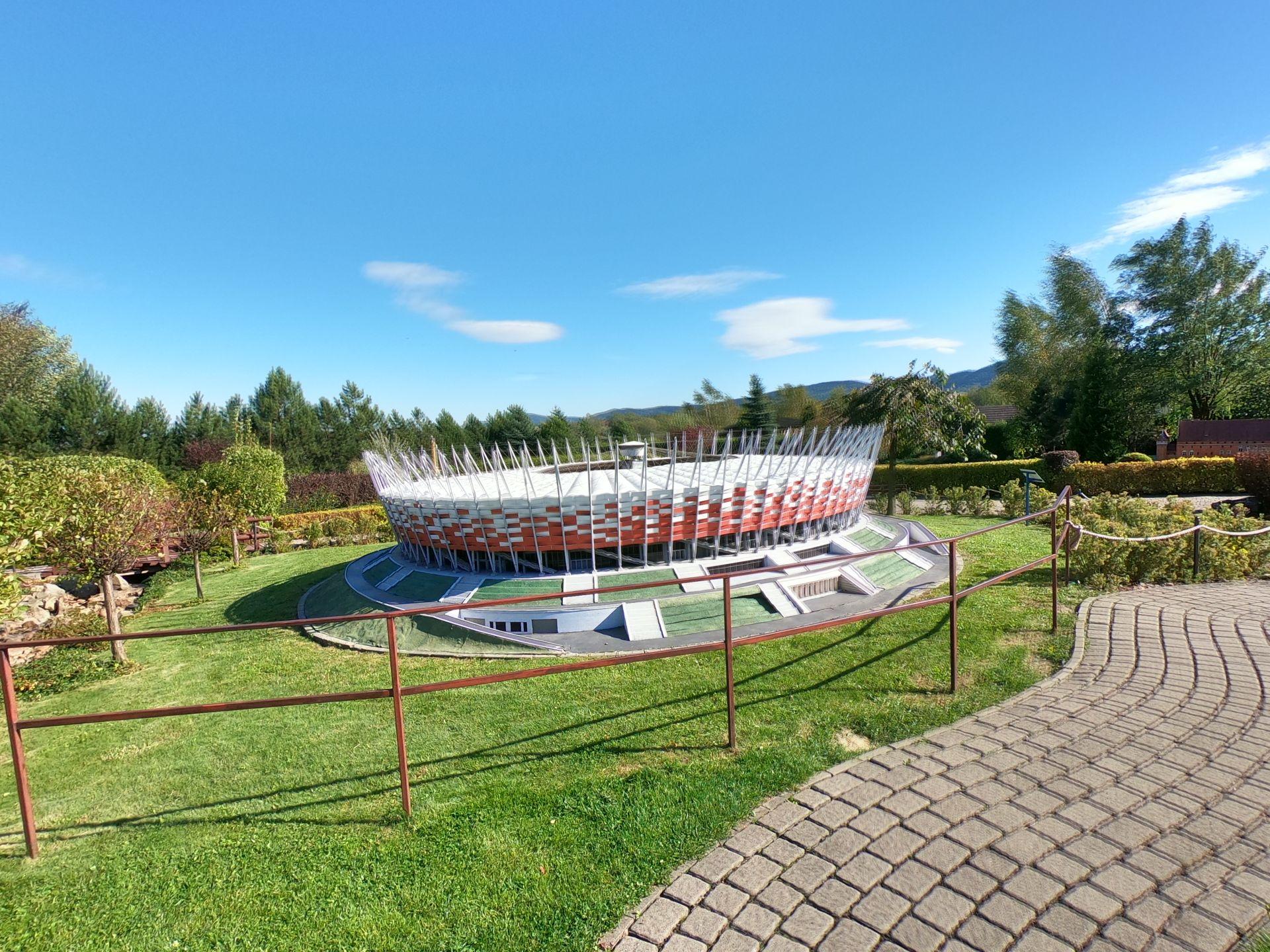 Warszawski Stadion Narodowy w Parku Miniatur w Inwałdzie podczas wycieczki szkolnej na 1 dzień