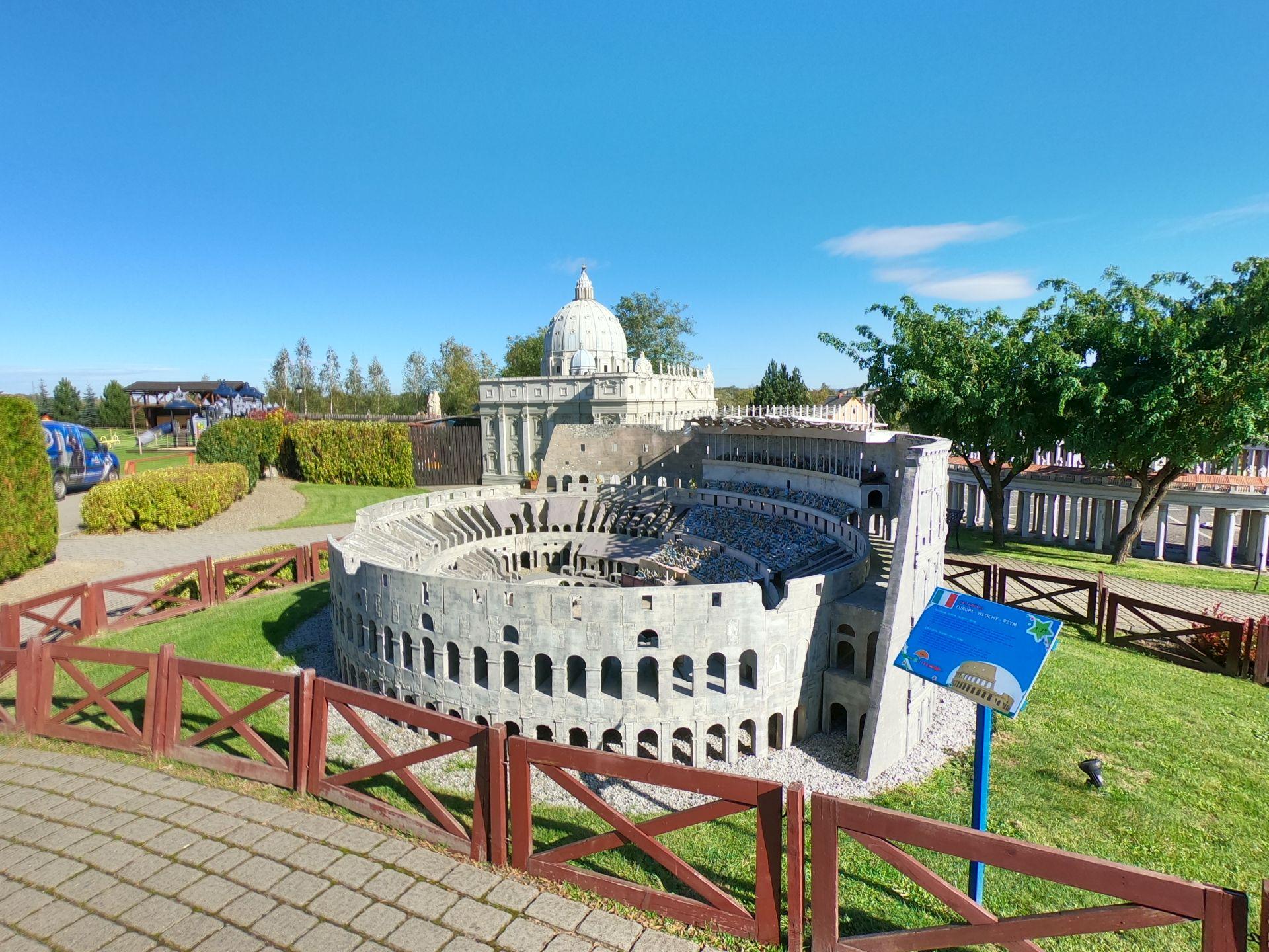 Koloseum w Parku Miniatur w Inwałdzie na wycieczce 1-dniowej