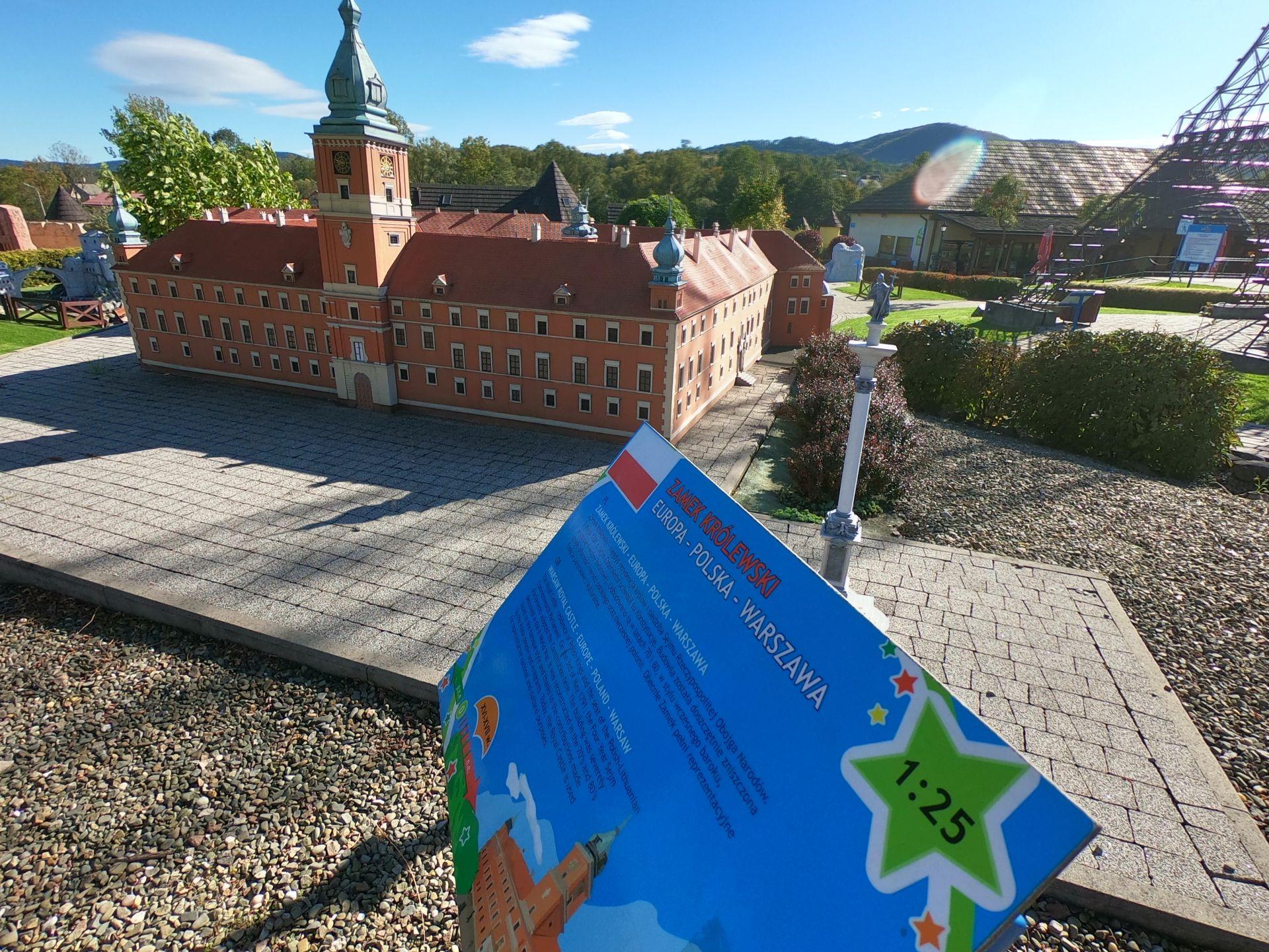 Zamek Królewski w Parku Miniatur w Inwałdzie podczas wycieczki jednodniowej